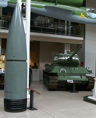 80_cm_Gustav_shell_compared_to_T-34