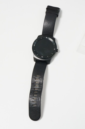 dropped_lg_g_watch_r_in_water_6_sh