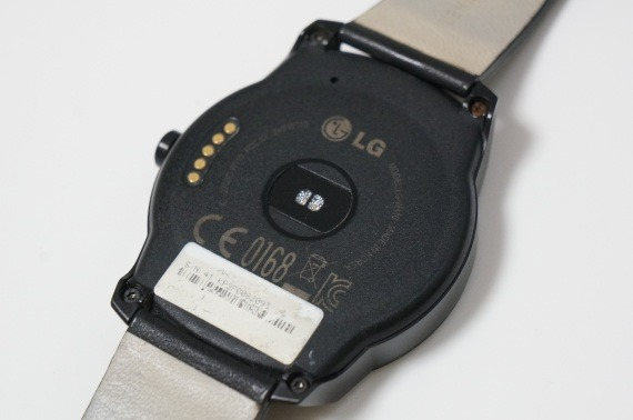 dropped_lg_g_watch_r_in_water_8_sh